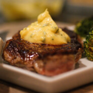 Steak with Classic Bèarnaise Sauce